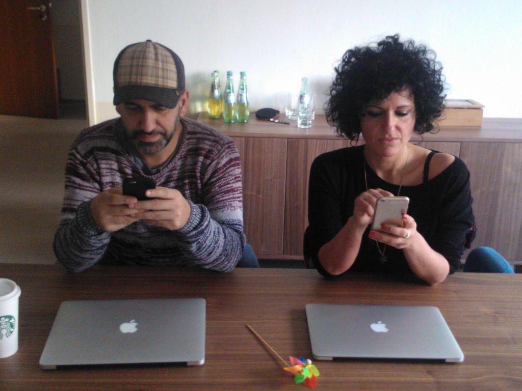 Ibrahim Evsan und Meggi unterhalten sich